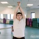 Упражнение для растяжки мышц внешней стороны рук.